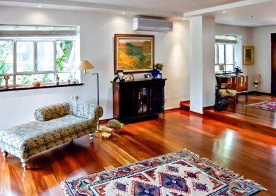 עיצוב בסגנון קלאסי בווילה בת שמונה חדרים בסביון