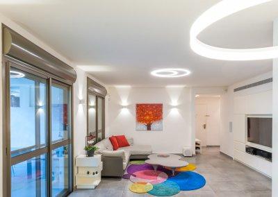 עיצוב מודרני בדירת גן בת חמישה חדרים