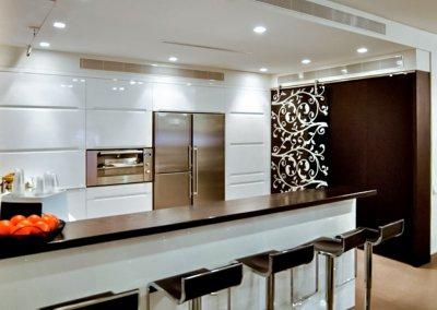 אדריכלות ועיצוב אקלקטי בקוטג' בן שבעה חדרים