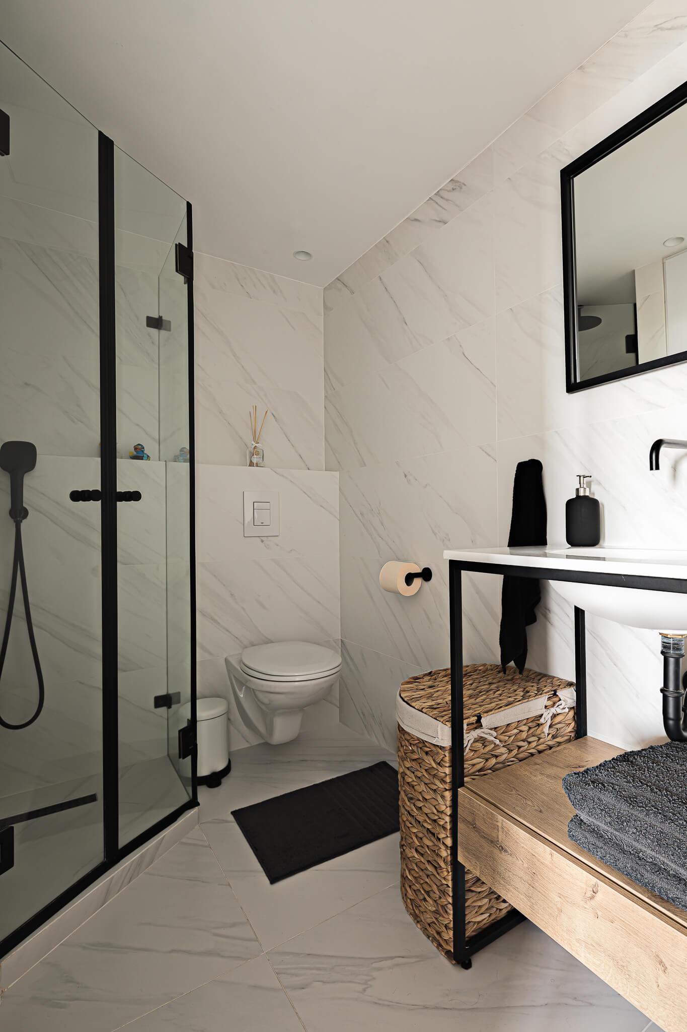 מקלחת ושירותים בדיזנגוף