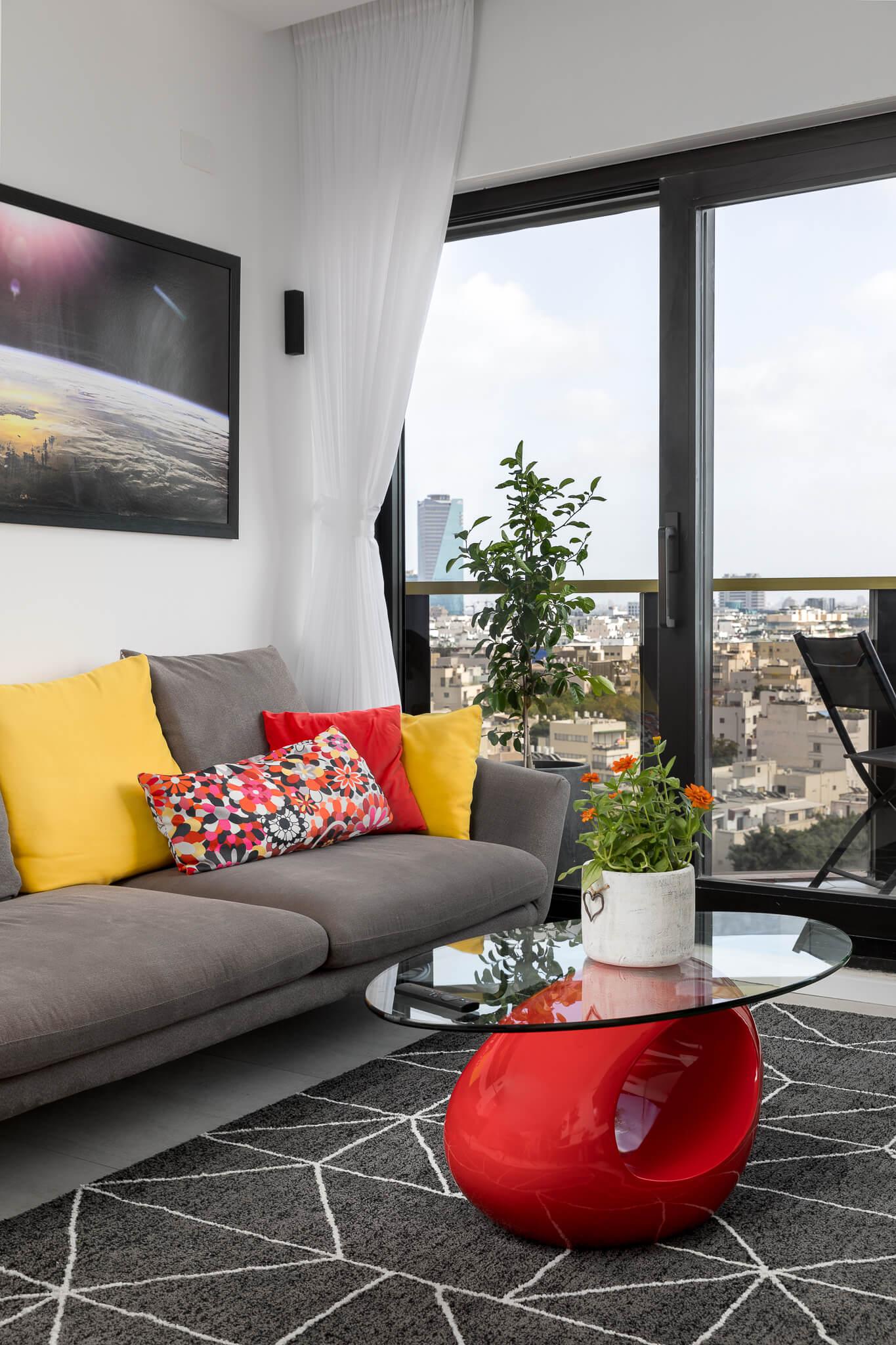 סלון הדירה בדיזנגוף