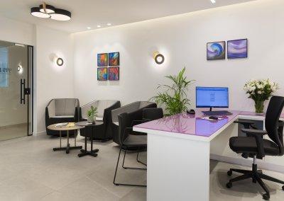 עיצוב מינימליסטי למרפאת שיניים קומפקטית